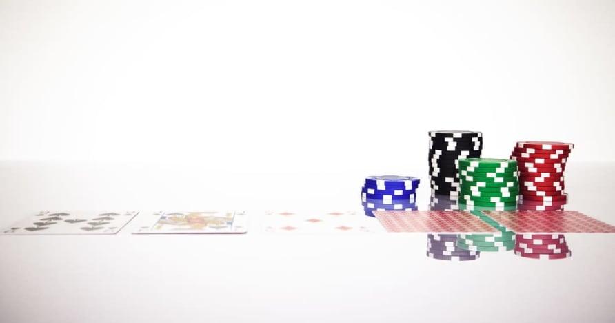 """Supraskite internetinių lošimų """"Blackjack Soft 17"""" taisyklę"""