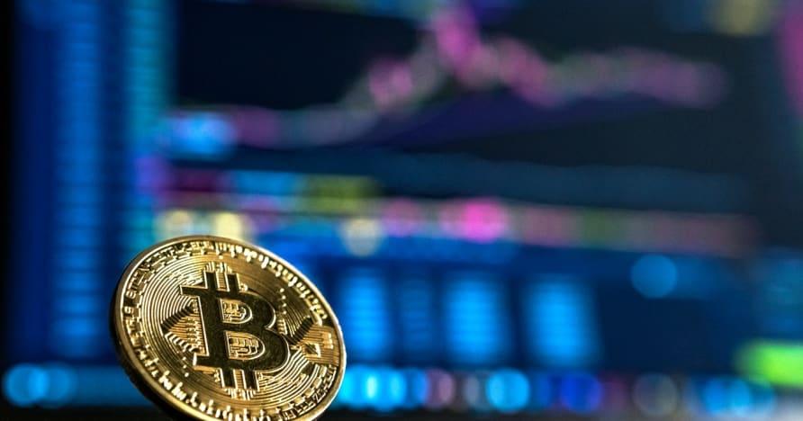 """Žaidžia """"Blackjack"""" su """"Bitcoin"""" Tai verta?"""