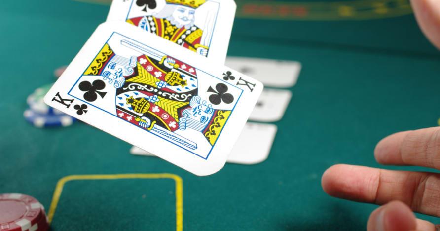 Atsakant į kelis klausimus apie gero pokerio